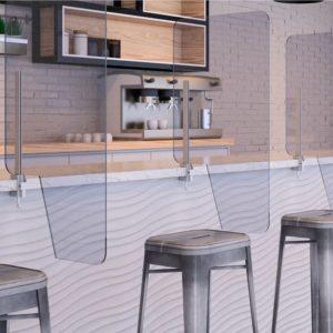 Mamparas protectoras en una barra de bar