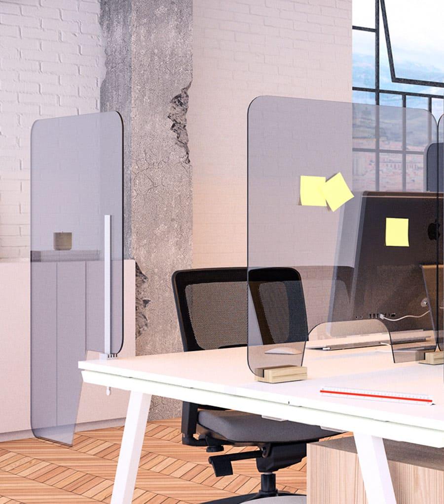 Mamparas protectoras en una oficina